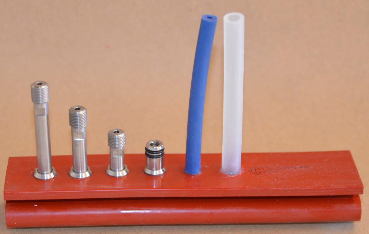verschieden lange Luftanschlüsse aus Metall und Silikon